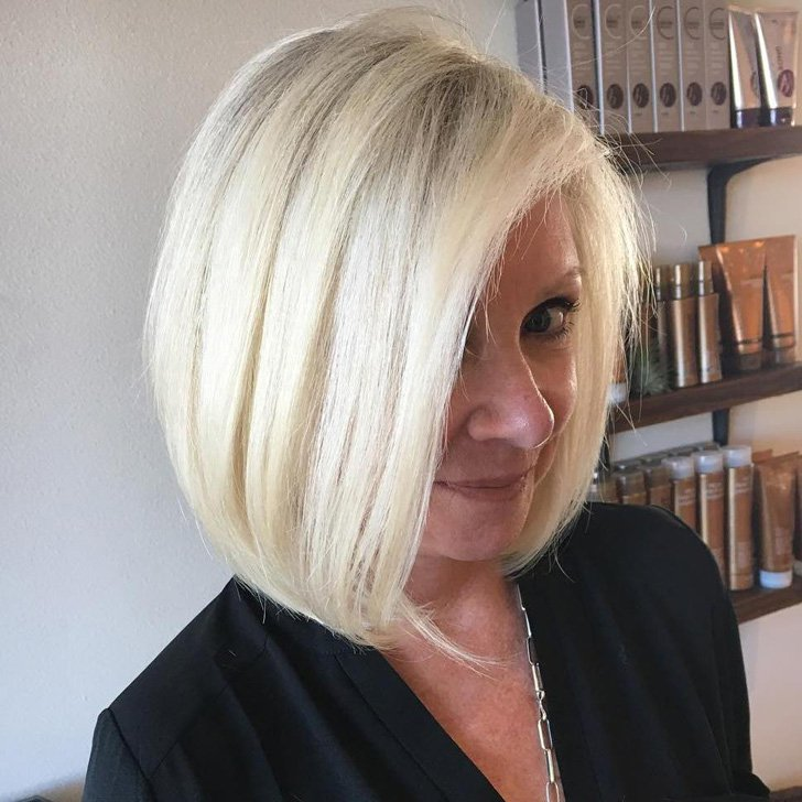 Stunning Haircuts & Makeup Tips for Women Over 40 | GoodieTravel